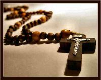 praying-the-rosary-724621.jpg